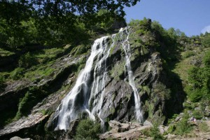 Travelling for fun, Powerscourt, 5 things to do around Dublin, visit Ireland: The highest waterfall in Ireland at 121mtrs in Powerscourt