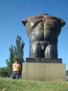 Travelling for fun, what to do in Buenos Aires, visit Argentina: Which one is the statue? In Parque Thays.