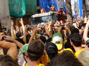 Travelling for fun, Tomatina, Bunol, Spain: Finally, finally. The arrival of the first truck of tomatoes. Let the carnage begin at Tomatina