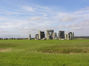 What is Stonehenge, Salisbury, England, Travelling for fun: The mystical stones of Stonehenge and the scale compared to the zombie tourists behind.