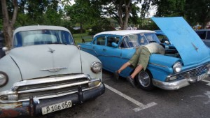 What to do in Havana Cuba - Repairing a chevrolet